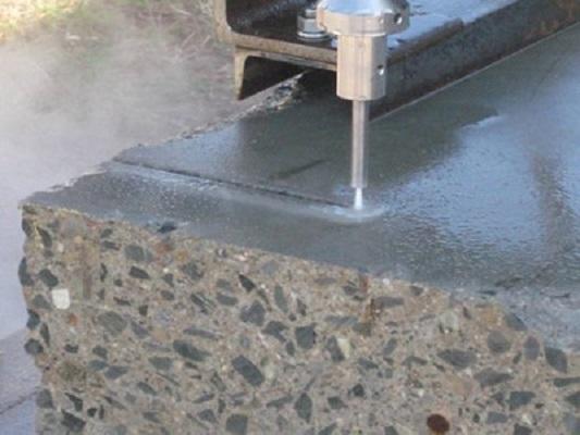 Cắt phá bê tông bằng tia nước là gì